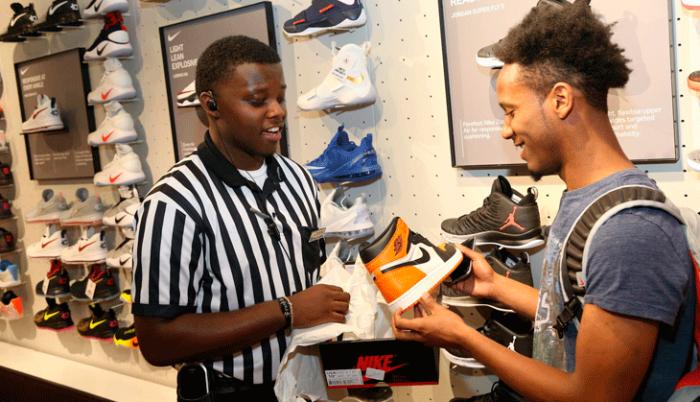 Aprovecha los descuentos Foot Locker y renueva tu rotación semanal de sneakers...