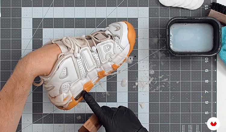 Cómo-limpiar-zapatillas-blancas