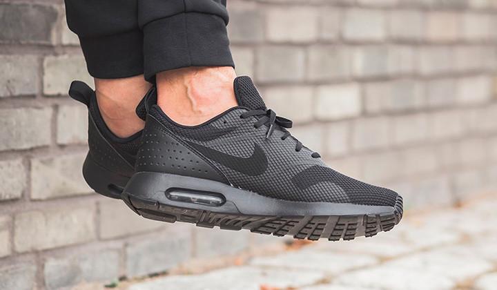 Aquí tienes 10 Black Sneakers para comprarte ya!