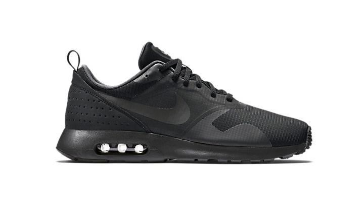 aqui-tienes-10-black-sneakers-para-comprarte-ya-air-max-tavas