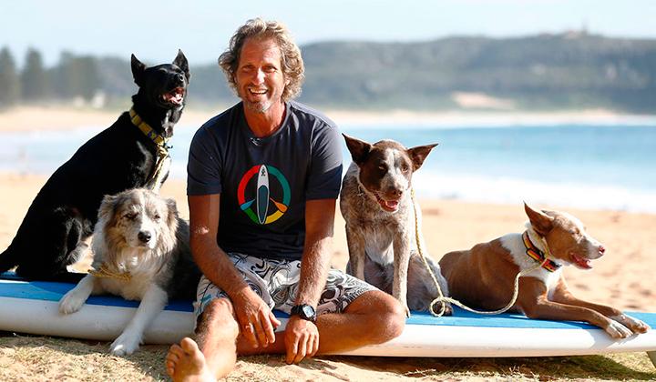 Chris-alboitiz-el-australiano-que-surfea-con-sus-perros-backseries-9