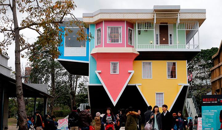 La peculiar casa al revés en Taiwan