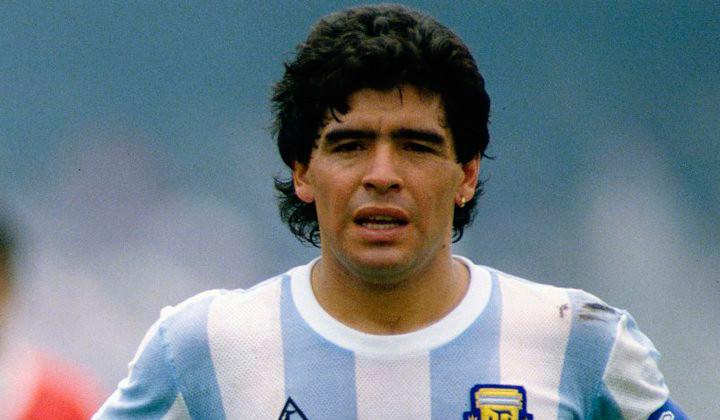 Maradona se ofrece para dirigir la Selección de Argentina