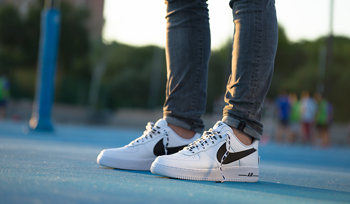 Nike Air Force 1 07 LV8 White NBA Pack onfeet campo