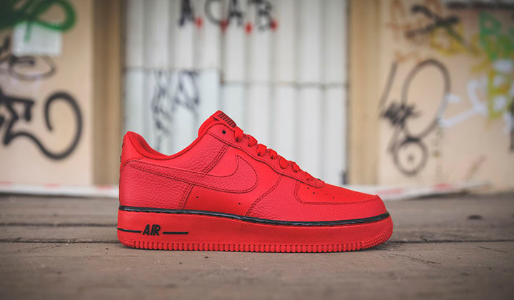 NIKE AIR FORCE rojas
