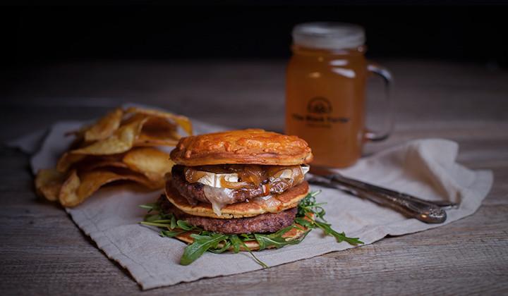 Si quieres una buena hamburguesa, ve directo a The Black Turtle