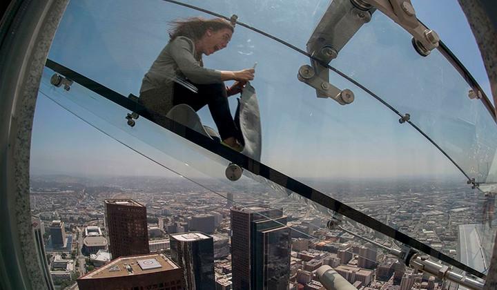 Siente la adrenalina con el tobogán Skyslide en LA