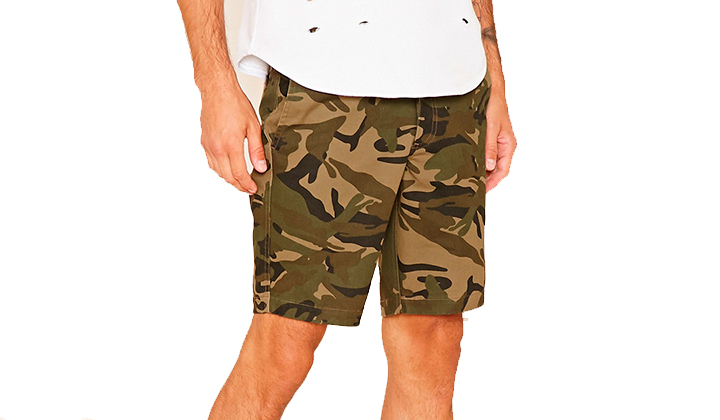 Summer-Essentials-20-productos-para-este-Agosto-camo-shorts