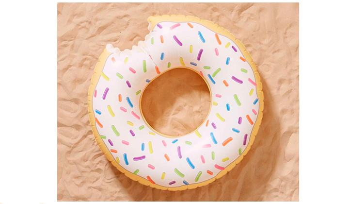Summer-Essentials-20-productos-para-este-Agosto-donut-flotador