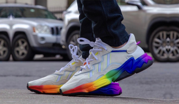 Las tres tiras se tiñen de arcoiris con el adidas Pride Pack