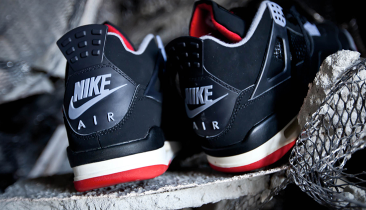 air-jordan-4-bred-on-feet-308497-060-1
