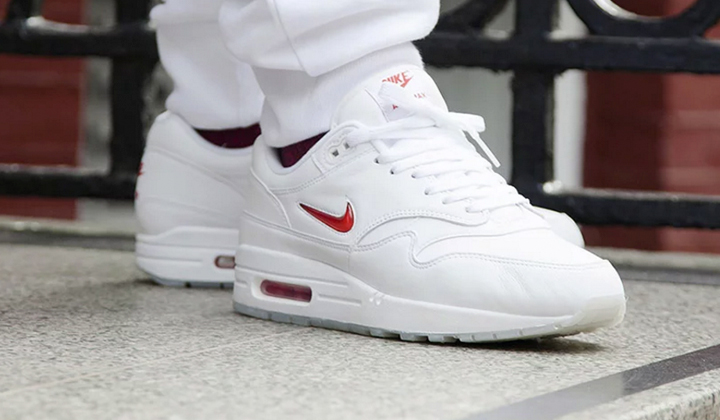 backseries-nike-air-max-1-jewel-onfeet