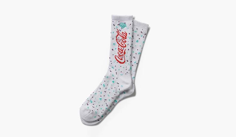 calcetines-diamond-supply-co-x-coca-cola-paint-splatter-socks-a19dmac057s-wht