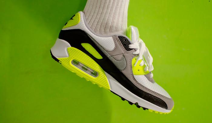 Shooting Nike Air Max 90 OG Volt