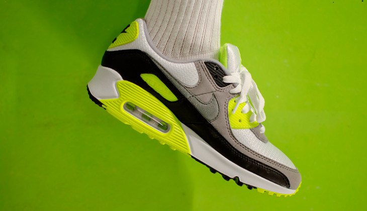 Shooting Nike Air Max 90 OG Volt