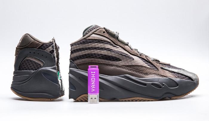 Yandhi, el nuevo álbum de Kanye ha sido descubierto dentro de las adidas Yeezy Boost 700 v2 Geode