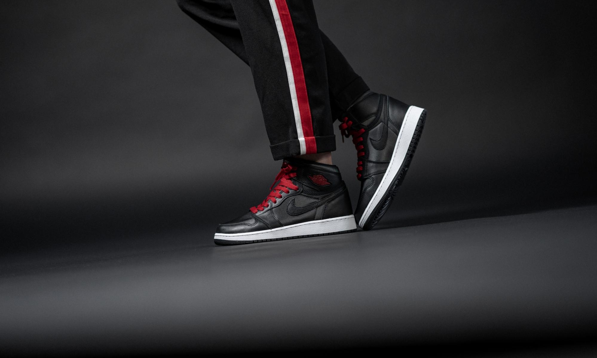 Air Jordan 1 Retro High Og Black Satin 575441-060