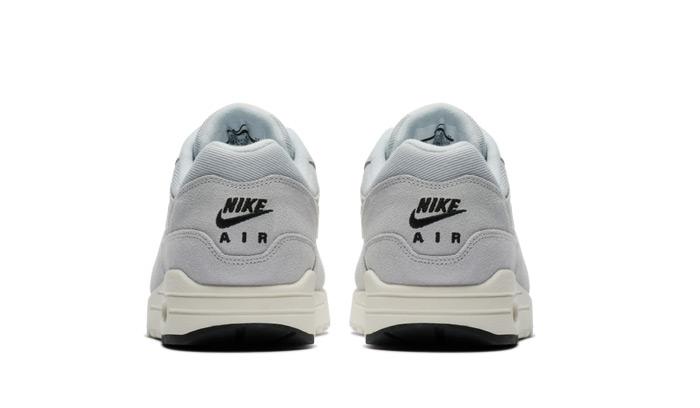 nike-air-max-1-875844-006-heels