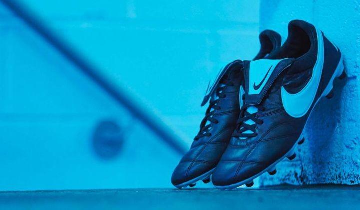 Nike Premier II Black Gamma Blue, el clásico actualizado