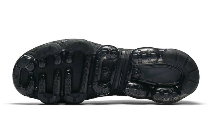 nike-vapormax-triple-black-stock