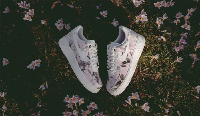 La primavera viste estas Nike Air Force 1 Low Floral.