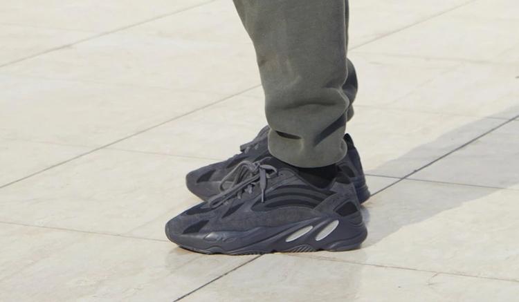 nuevas-adidas-yeezy-boost-700-v2-triple-black-