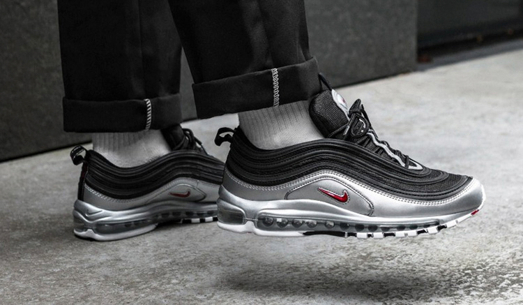 on-feet-nike-air-max-97-qs-metallic-pack-at5458-001-silver-bullet