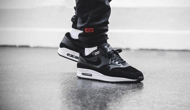 Top 10 Black Sneakers