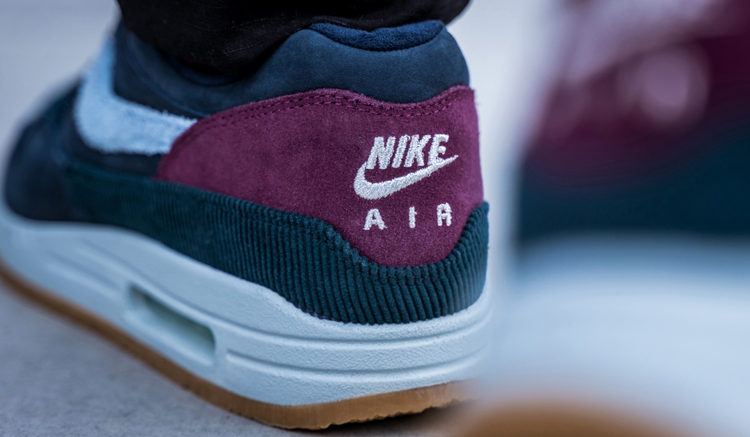 shooting-nike-air-max-1-dark-obsidian-CD7861-400-on-feet