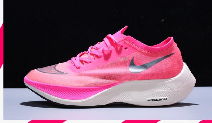 El rosa viste la nuevas zapatillas Nike Running!